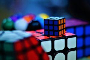 Variera underhållningen med Rubiks kub